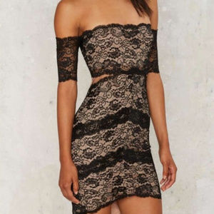 Dresses & Skirts - Scalloped lace off the shoulder sexy dress M/L